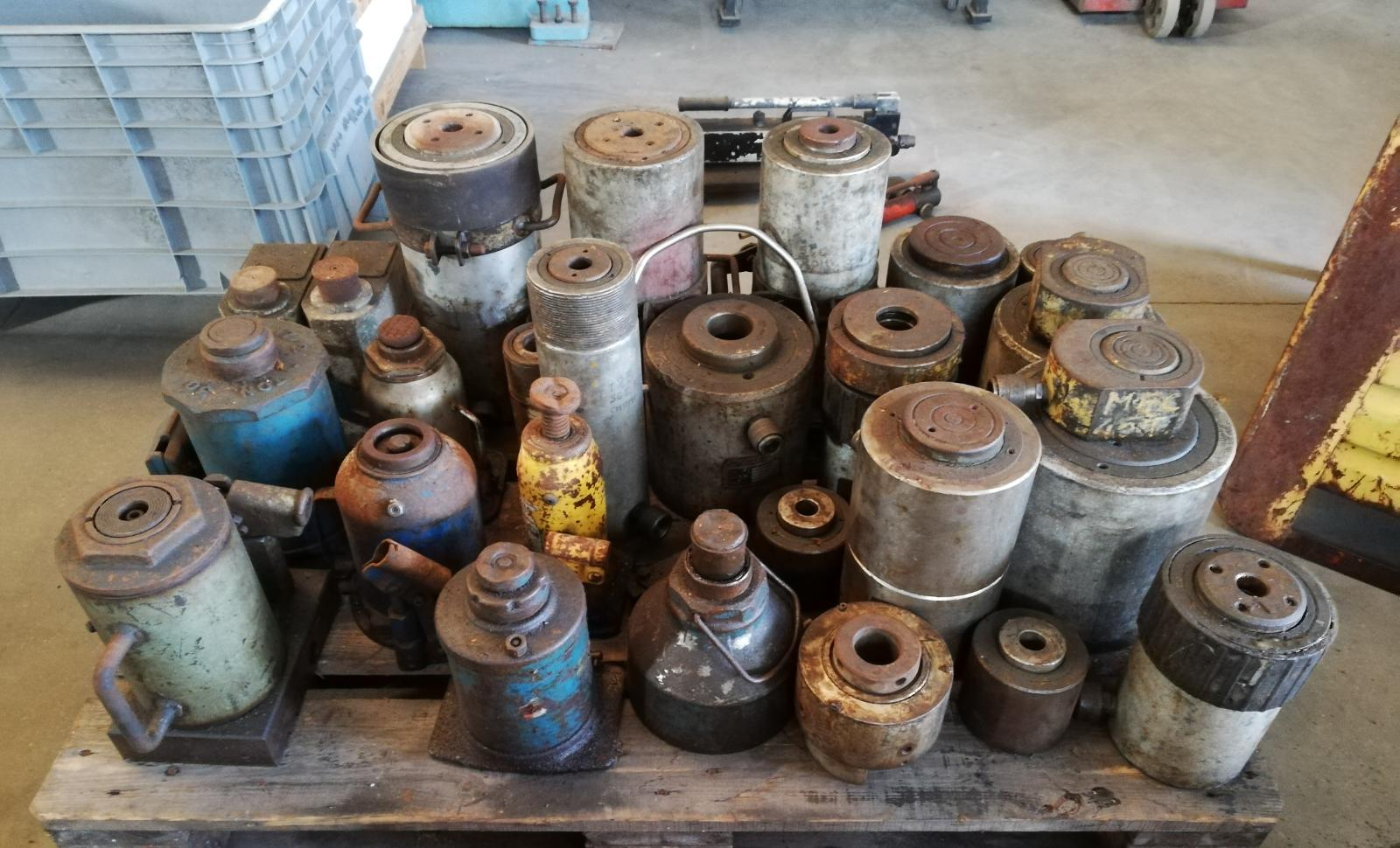 Hydraulic jacks of various types and capacities