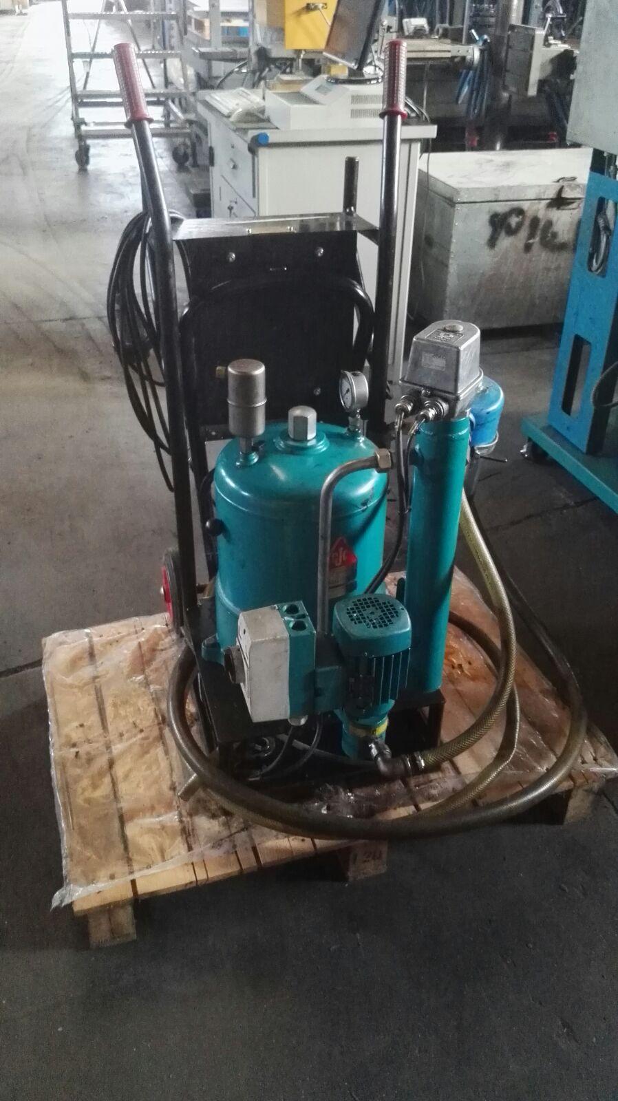 Pump sucks / filters oil C.C JENSEN